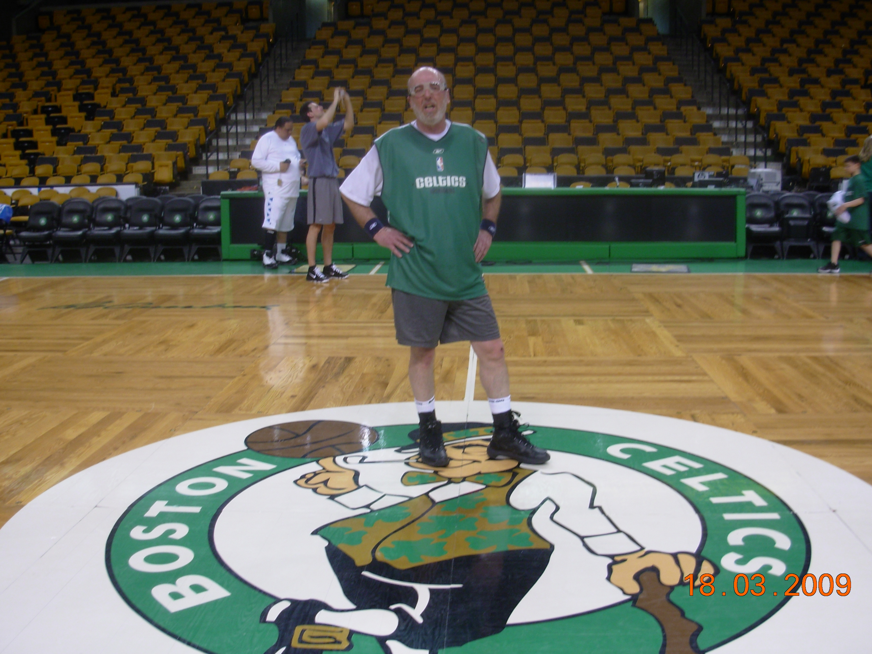Dave Kaminsky Plays Hoop at the Boston Garden